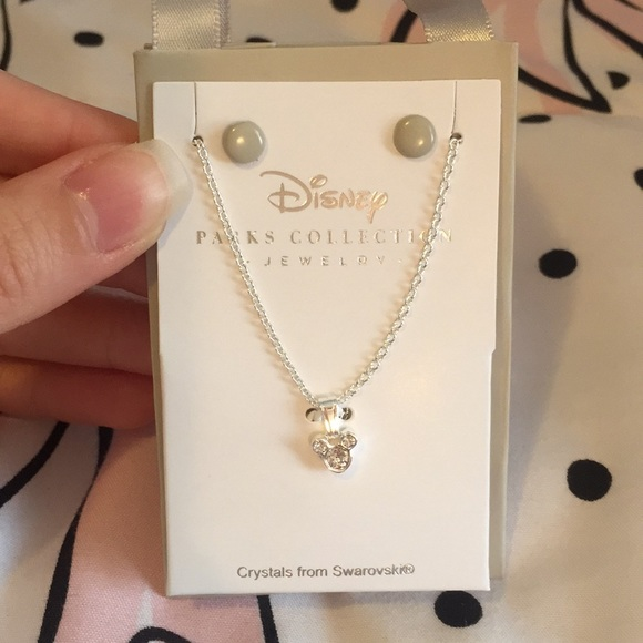 e3f1357e8ee84 Authentic Disney Parks Jewelry Mickey Necklace NWT